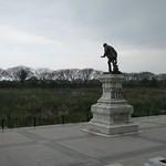 "Statue <a style=""margin-left:10px; font-size:0.8em;"" href=""http://www.flickr.com/photos/14315427@N00/6252693543/"" target=""_blank"">@flickr</a>"