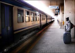 Verso una nuova vita (Alessandro Ferretti) Tags: stazione foligno