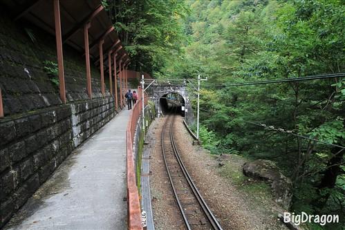 トンネルの向こうが鐘釣駅
