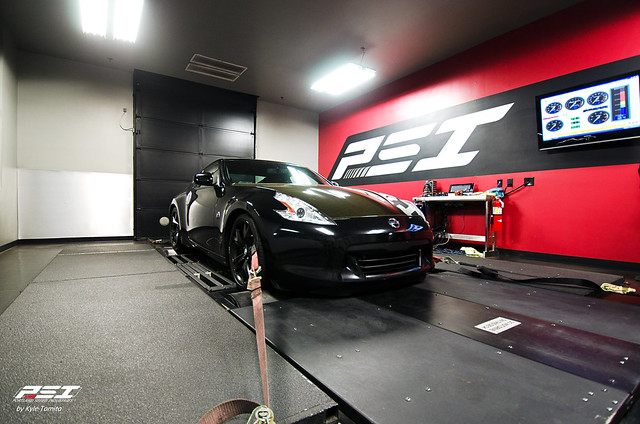 JJ's 370Z on the dyno 1.jpg