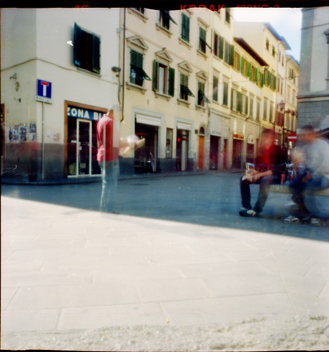 Pinhole streetlife in S. Ambrogio: Lampredotto, newspapers and cazzeggio