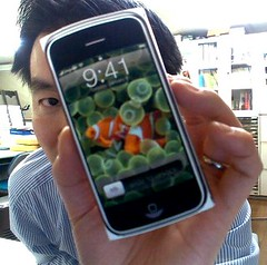 iPhone and man (by: kengo, creative commons license)