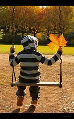 nen i fulla (Seracat) Tags: autumn otoo jordi aude nio languedoc nen tardor aletlesbains seracat autoome