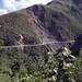 Il bellissimo percorso con dirupi continua anche gli ultimi chilometri prima di Yolosa