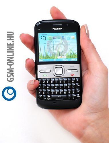 Nokia E5 kézben