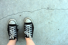 (DesiFace) Tags: converse chucks oldshoes