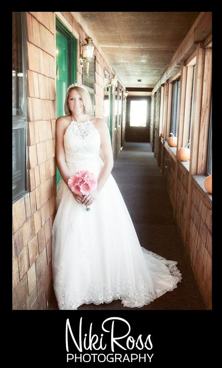 bride-hallway