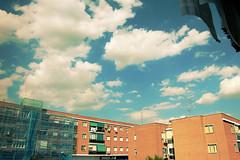 Un mar de nubes :) [285/365] (Mirisweet) Tags: madrid sol girl clouds nikon chica edificio sunny days nubes 365 proyect dias proyecto d40 365days 365dias miriamgm mirisweet