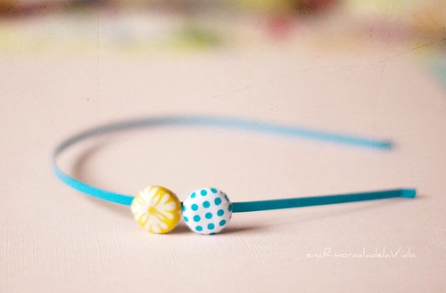 diadema azul y amarillo