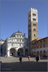 Duomo di San Martino in Lucca (Ria Rotscheidt) Tags: italy sun tower square vakantie holidays warm toren lucca tuscany toscane plein zon italie