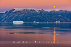 Moonrise in the Røde Fjord - Scoresby Sund - Greenland (~ Floydian ~) Tags: morning winter moon snow cold ice water sunrise canon landscape view dusk east fullmoon arctic moonrise greenland fjord iceberg rise viewpoint icebergs rode ittoqqortoormiit scoresbysund floydian canoneos1dsmarkiii henkmeijer rodefjord rødefjord
