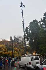 News van with raised mast, with helicopter hovering in background (Igal Koshevoy) Tags: protest helicopter newsvan n17 occupy occupyportland occupythebanks n17pdx