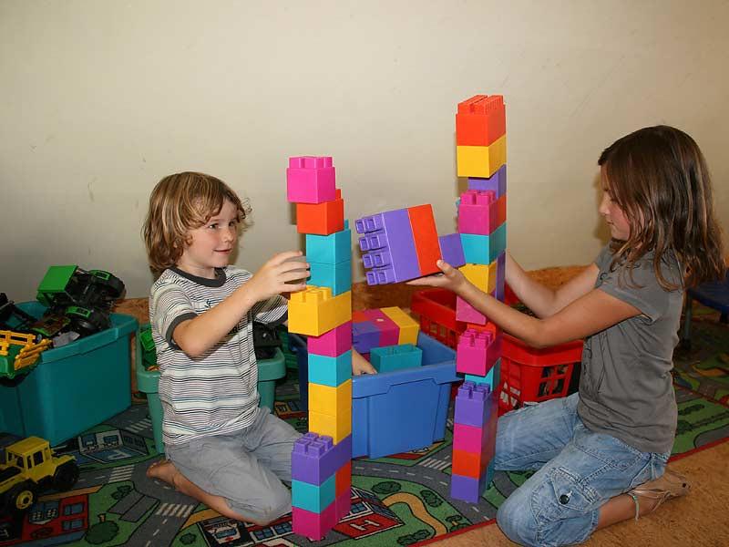 Lindenhof Hausmann - Kinder spielen mit Bausteinen