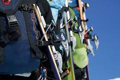 Skialpinismus - batohy, technické anouzové vybavení