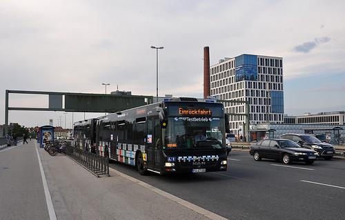 Der Maxitrain auf Einrückfahrt an der Donnersberger Brücke