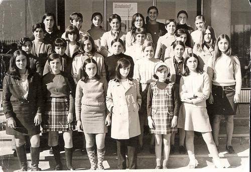 Grupo de alumnas en la puerta del I.N.E.M. de Tudela