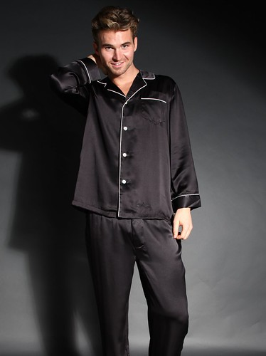 Find perfectly tailored pajamas in our Custom Fit section>>