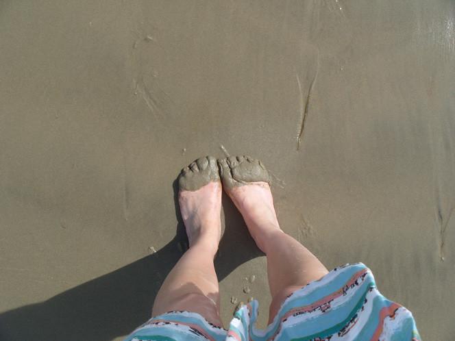 Ali_sandy_feet