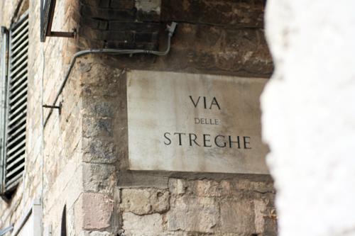 Perugia: signorine pericolose d'altri tempi