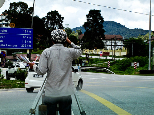 IMG_2589 Man at Work ,Tanah Rata , Cameron Highlands