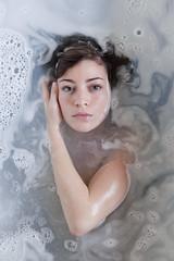 stilte en melk (Hanne Nieberding) Tags: woman white water girl milk silence wit melk lavendel