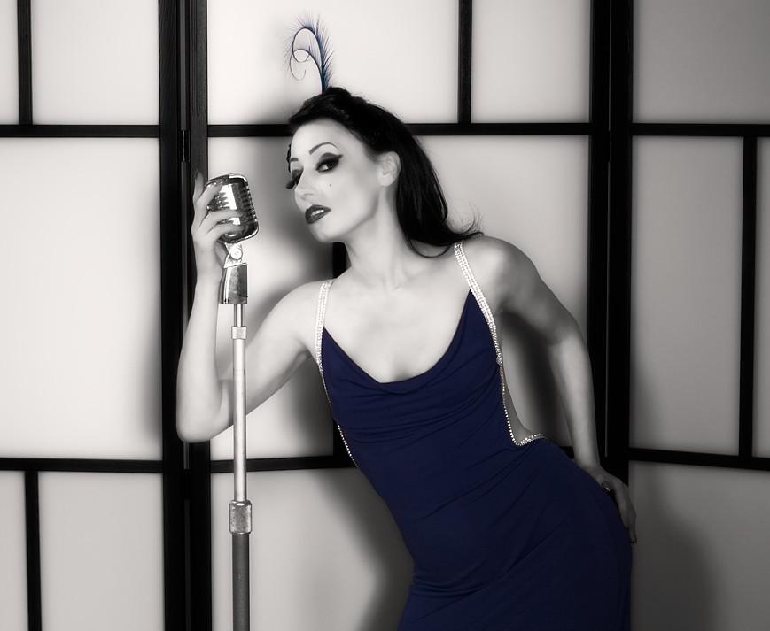 Minnie Blue Tint 003