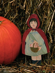 Red Riding Hood (Kadeefoto) Tags: garden newhampshire littleredridinghood pickityplace masonnh