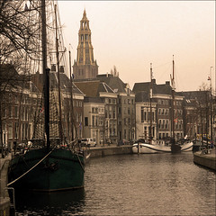 "Quay ""Hoge der A"" in Groningen (Foto Martien) Tags: city autumn holland history fall netherlands dutch river town university herfst kade nederland medieval quay groningen picturesque universiteit oldcity stad architectuur archtecture niederlande hanse aakerk historisch akerk rivier najaar middeleeuws hanze hanseaticleague hanzestad achurch hanza riviertje hanseaticcity hogederaa oudestad schilderachtig hogedera a550 aachurch martienuiterweerd carlzeisssony1680 bestcapturesaoi martienarnhem sonyalpha550 mygearandme mygearandmepremium martienholland mygearandmebronze mygearandmesilver mygearandmegold mygearandmeplatinum ringexcellence fotomartien"