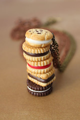 Cookie Necklace (PetitPlat - Stephanie Kilgast) Tags: collier necklace keks cookie chocolate polymerclay fimo biscuit oreo kette whoopiepie miniaturefood petitplat stephaniekilgast bijouxgourmands