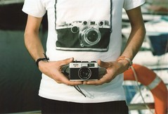 Two cameras (RL Stars) Tags: auto camera boy film 50mm boat analgica pentax creative tshirt iso 100 chico expired fm photoart camiseta ricoh vigo mv 2007 chinon f17 creativas qss rlstars