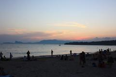 Les Lecques (Melvinia_) Tags: sea sky people mer france beach water silhouette clouds canon skyscape 24mm f11 plage sud méditerrannée saintcyr lecques canoneos450d digitalrebelxsi