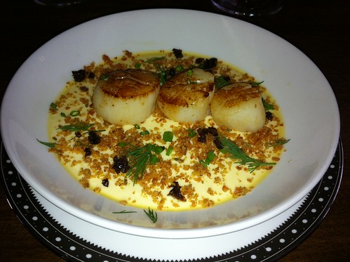 seared scallops with cauliflower brulee and pork crackle - Clarences