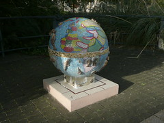 11 10 25 Globe outside the National Archives at Kew