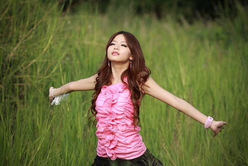 無料写真素材, 人物, 女性  アジア, 人物  草原, ワンピース・ドレス, 深呼吸, 台湾人