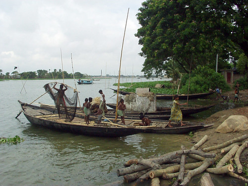 Fishing, Bangladesh. Photo by WorldFish, 2004