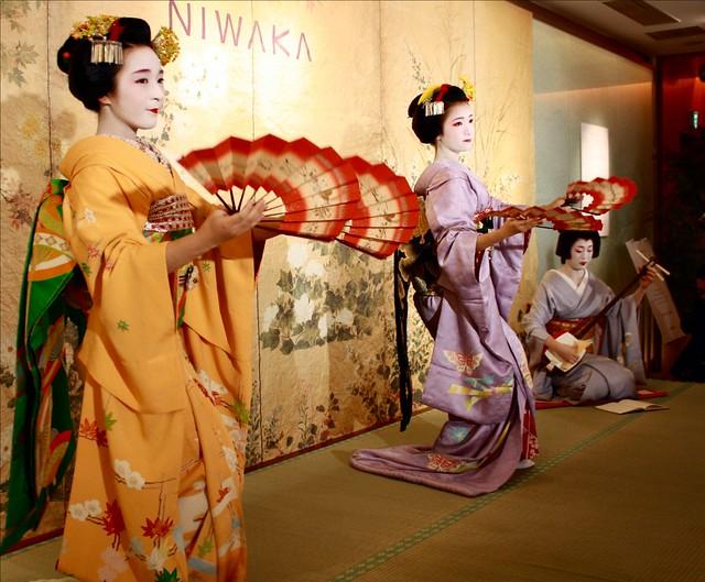Yaemi Fukuho and Miehina