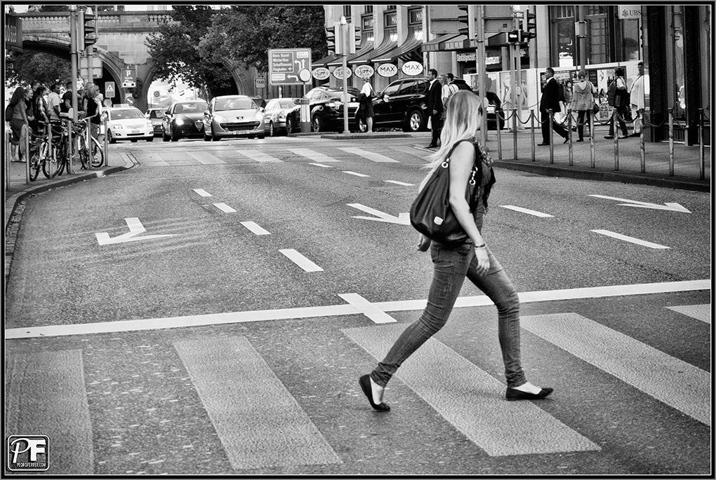 Zuriqueses - Una rubia en el paso