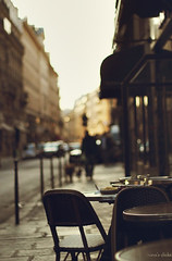 The end of the day (nina's clicks) Tags: street sunset paris coffee table atardecer calle cafe chairs explore sidewalk 25 rue mesa sillas lateafternoon 7nov2011