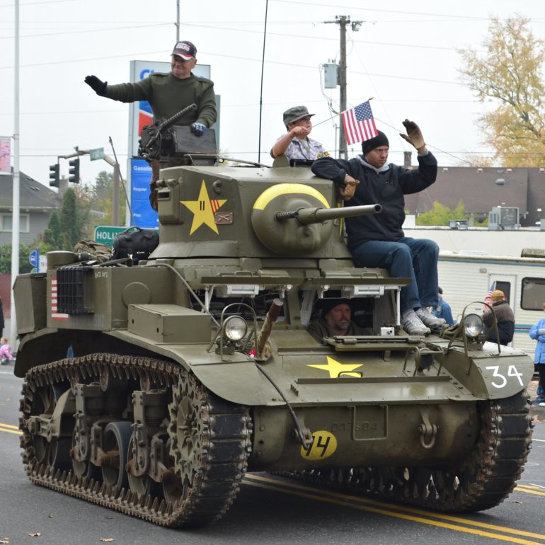 DSC_0007p_veterans_day_parade_tracked_vehicle