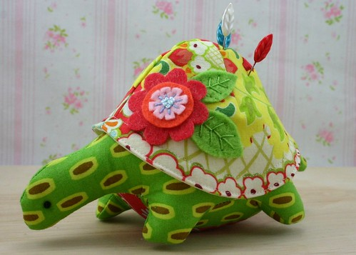 henrietta turtle pincushion