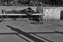 man on bench (Winfried Veil) Tags: park leica sleeping shadow berlin sex germany bench deutschland 50mm graffiti bottle veil sleep champagne bank rangefinder schlafend schatten summilux sekt asph flasche winfried penner m9 schlaf prosecco berlinmitte champagner 2011 landstreicher stadtstreicher ruhend messsucher mobilew leicam9 winfriedveil veilwinfried