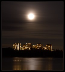 Lidingö (Malin Näsström) Tags: moon water night canon buildings island sweden lidingö 550d thechallengefactory thepinnaclehof thepinnacleblog fotocompetitionfotocompetitionbronze tphofweek124