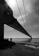 Humber Bridge (Keith Marshall) Tags: uk bridge england blackandwhite bw sun canon eos suspension kingston cables flare hull 1022mm humber humberside 400d canon400d gapsub
