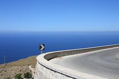 Dx (Filippo Tolot) Tags: italy panorama canon enna strada mediterraneo italia mare blu cielo monte asfalto azzurro segnaletica cura sicilia collina trapani orizzonte destra colli discesa
