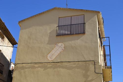 Rellotge de sol Plaça de la Guineu, c/ Barceloneta, 2,  Porrera, Priorat