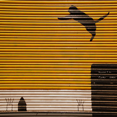 the cat bar (eliesporta) Tags: door yellow cat painting puerta nikon porta pintura groc elies d80 eliesporta