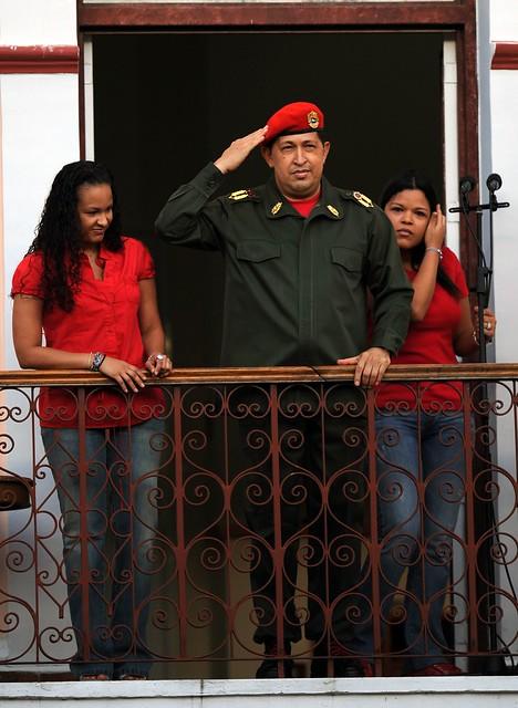 Presidente Chávez Frías en el balcón del pueblo