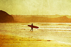 Memories of an Indian Summer #1 The Surfer (s0ulsurfing) Tags: ocean light sea summer sunlight texture beach water sunshine silhouette sport yellow fun gold golden bay coast focus watergatebay cornwall surf waves glow dof play bright action surfer board shoreline warmth wave surfing atlantic coastal shore surfboard longboard surfers coastline rollers swell figures olas atlanticocean aktion indiansummer freiheit groundswell surfen summery beachbreak 2011 s0ulsurfing coastuk summertimeuk