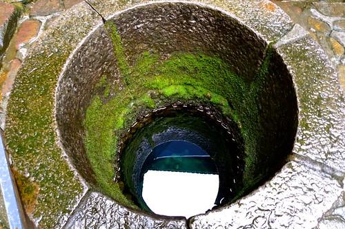 .....相隔不到十公尺就有陰陽兩井,這是陽井.....