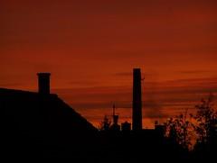 Napfelkelte (AndrasM62) Tags: city morning autumn houses red sky cloud house rot clouds sunrise dark dawn nap day herbst wolke wolken haus stadt sonne sonnenaufgang morgen g felh dunkel sunup huser piros vros hz himmels felhk aufgang sz reggel napfelkelte gbolt sonnenauf vrs stt hzak
